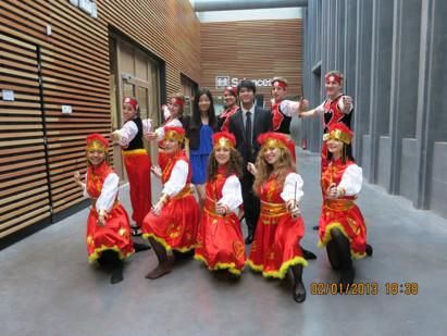 Equipe de danse mongole lors de l'inauguration du nouveau campus.