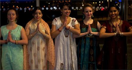Danseuse du groupe de danse Bollywood.