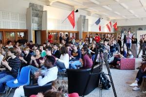 La salle attend les résultats des élections / crédit photo : Sciences Pho