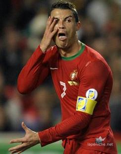 Cristiano Ronaldo rend un hommage plein de malice à son concurrent pour le ballon d'Or, Franck Ribéry.