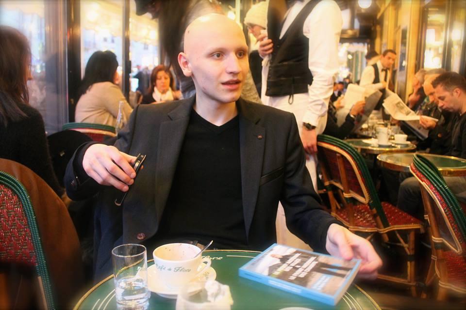 L'enfant du bassin minier qu'est Octave Nitkowski a bien accepté de nous recevoir au café de Flore. Photographie : Amal Ibraymi.