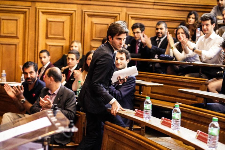 Romain Decharne lors des Championnats du Monde de Débat organisés par la Fédération Francophone de Débat