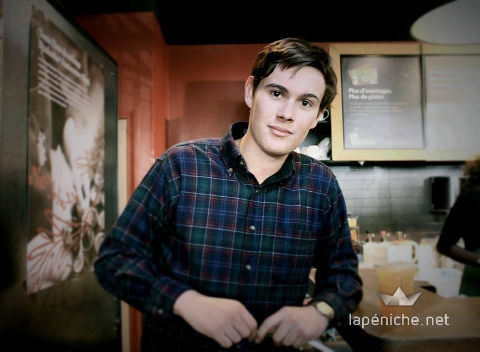 François Mahé du BDE qui a négocié le partenariat. Le Starbucks Odéon. Photographie : Amal Ibraymi