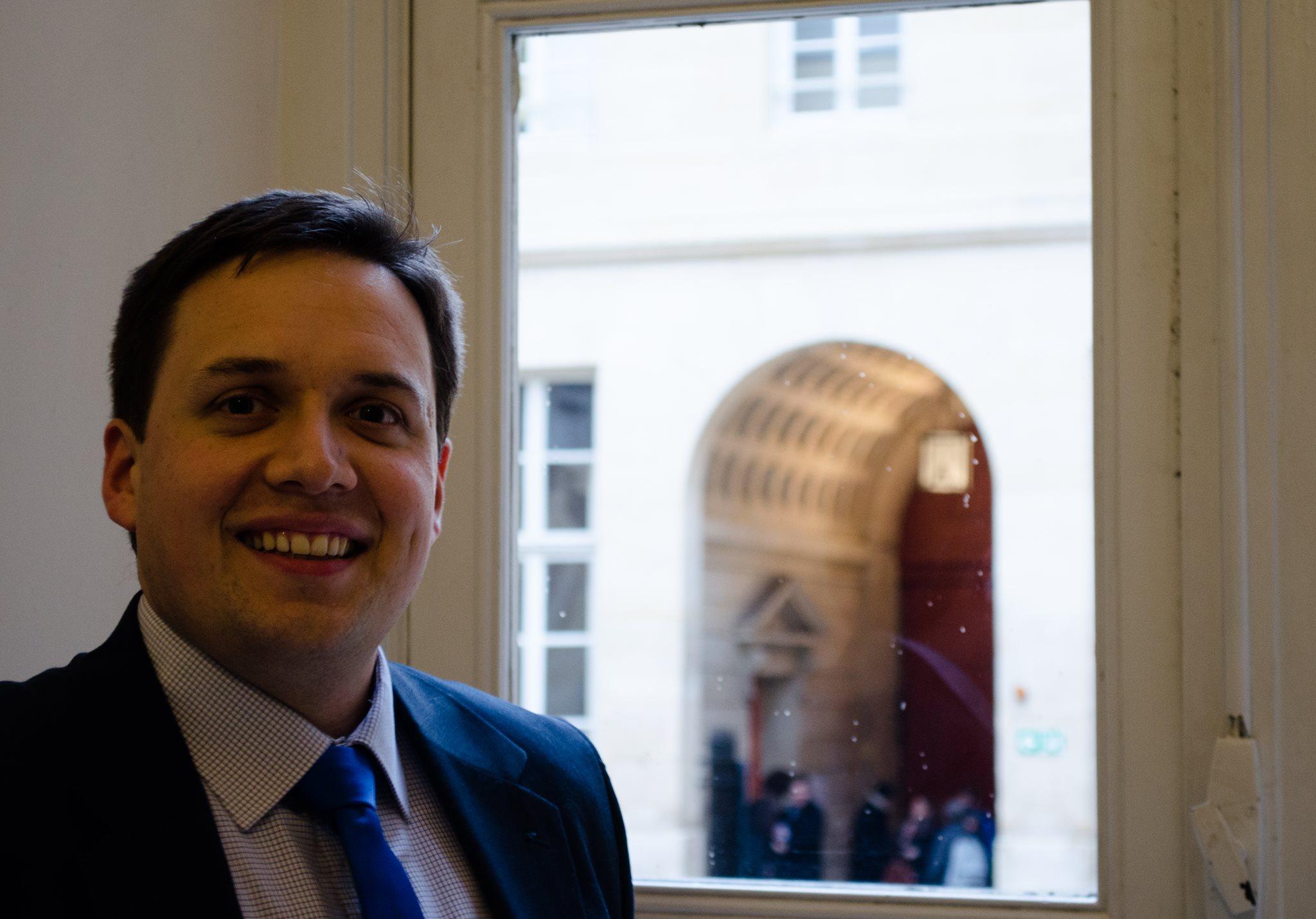 Florian Bezault, fondateur de La Péniche, lors d'une conférence à Sciences Po le 28 janvier. Photographie : Louis Thiercelin