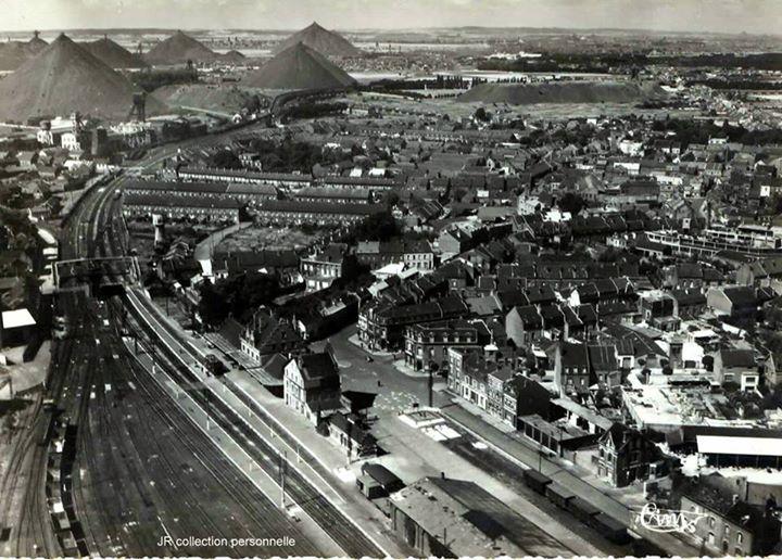 """""""eux très belles photos d'Hénin-Beaumont qui permettent de prendre conscience du riche passé de la ville avec de nombreux terrils aujourd'hui disparus"""" note Octave Nitkowski."""