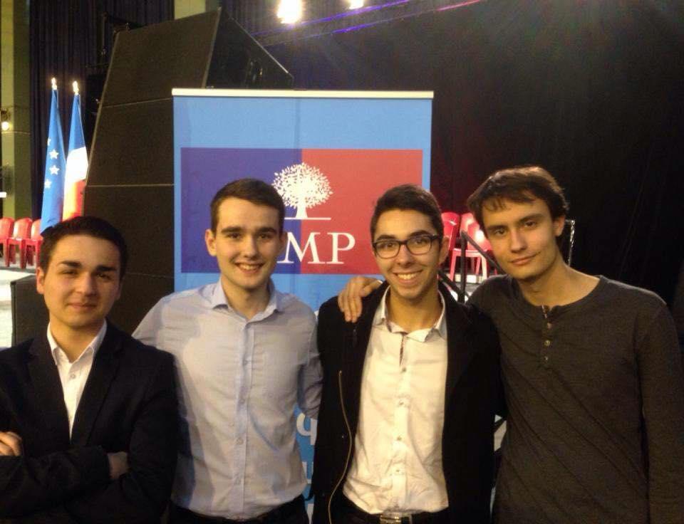 Des militants de l'UMP Sciences Po au meeting de Nicolas Sarkozy à Saint Maur des Fossés lors de la campagne interne.