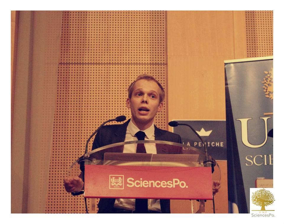 Charles-Henri Alloncle lors de la venue d'Alain Juppé à Sciences Po.