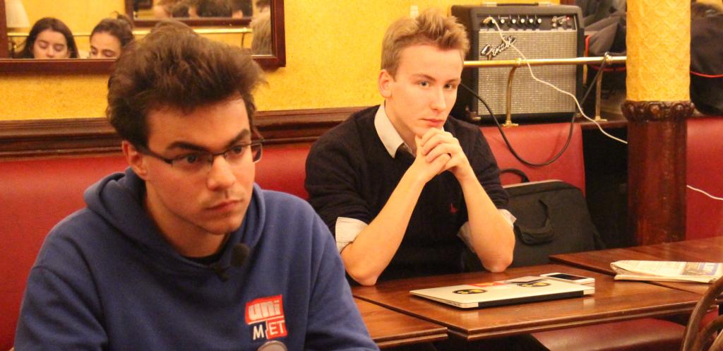 Léo Castellote et Alexandre Hennion, deux des trois vice-présidents de l'UMP Sciences Po, lors du débat des syndicales.