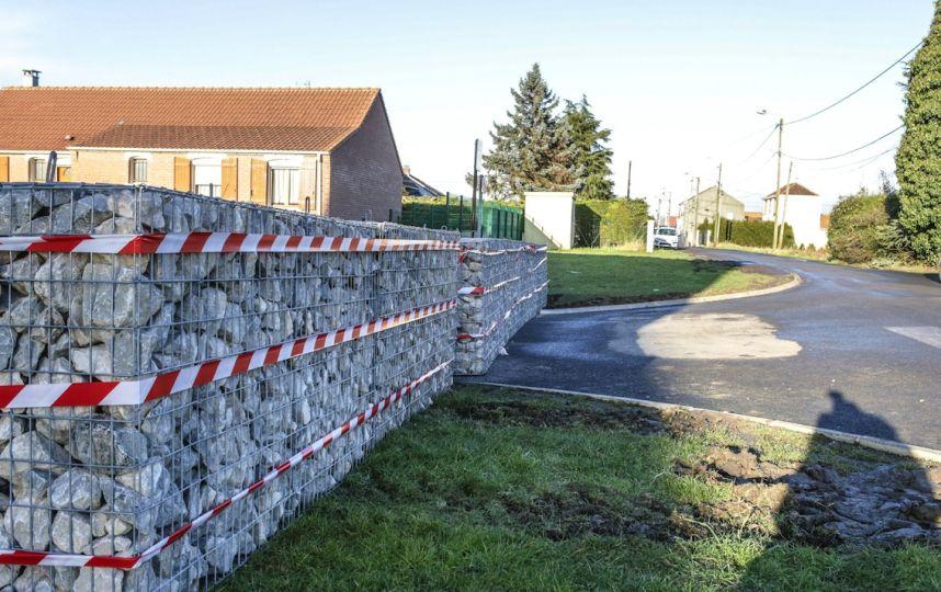 """Le """"mur"""" de la discorde à Hénin-Beaumont."""