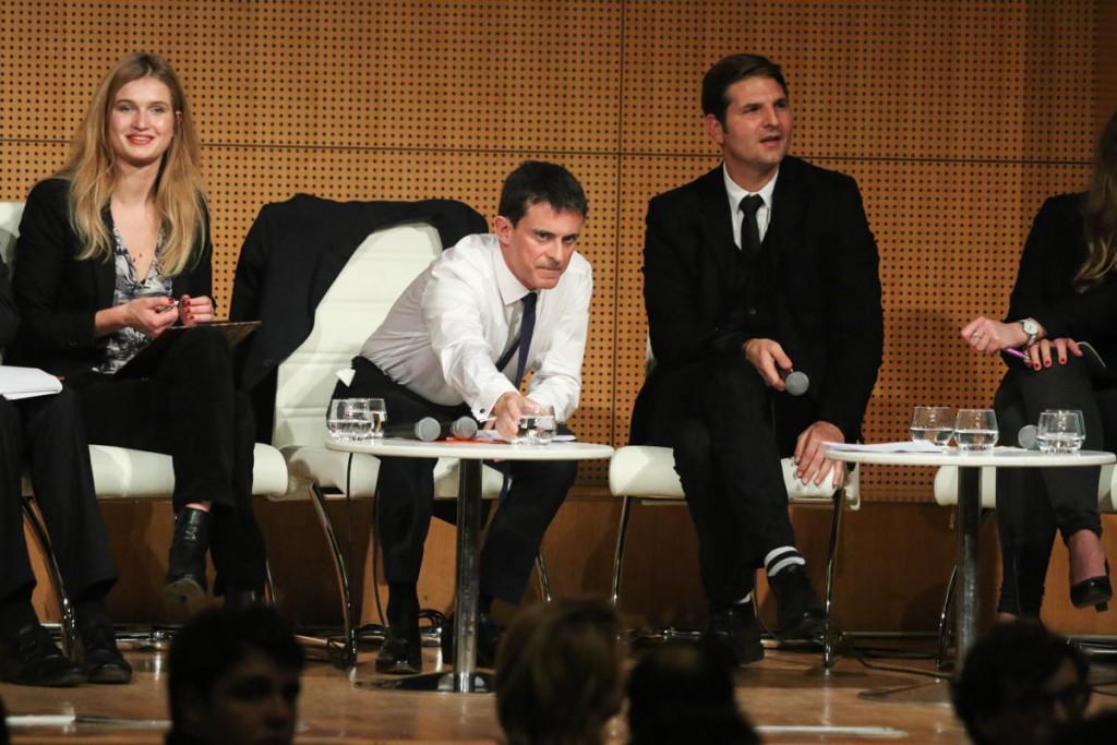 Manuel Valls aux cotés de Yann Algan, le 3 novembre 2015 à Sciences Po. Photographie Yann Schreiber