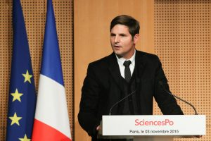 Yann Algan, doyen de l'Ecole des Affaires Publiques de Sciences Po, lors d'une conférence-débat organisée avec Manuel Valls, le 3 novembre 2015 à Paris, par l'association de l'école (AEAP). Photo: Yann Schreiber