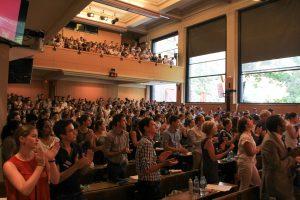 L'assemblée ovationne le discours, crédits: Ulysse Bellier