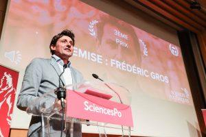 Frédéric Gros lors des triplétades d'art oratoire. Photographie: Yann Schreiber